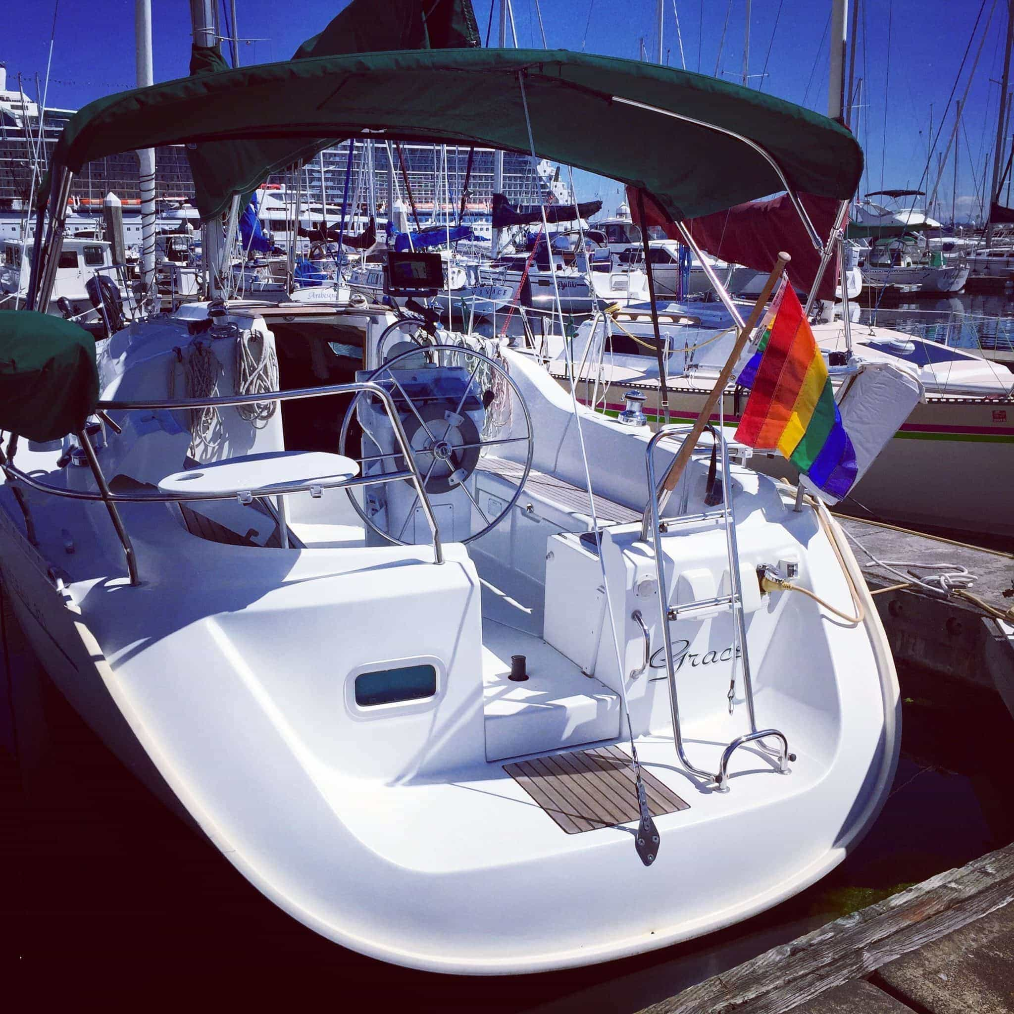 Grace stern-in at the marina. I wish I could do this myself!