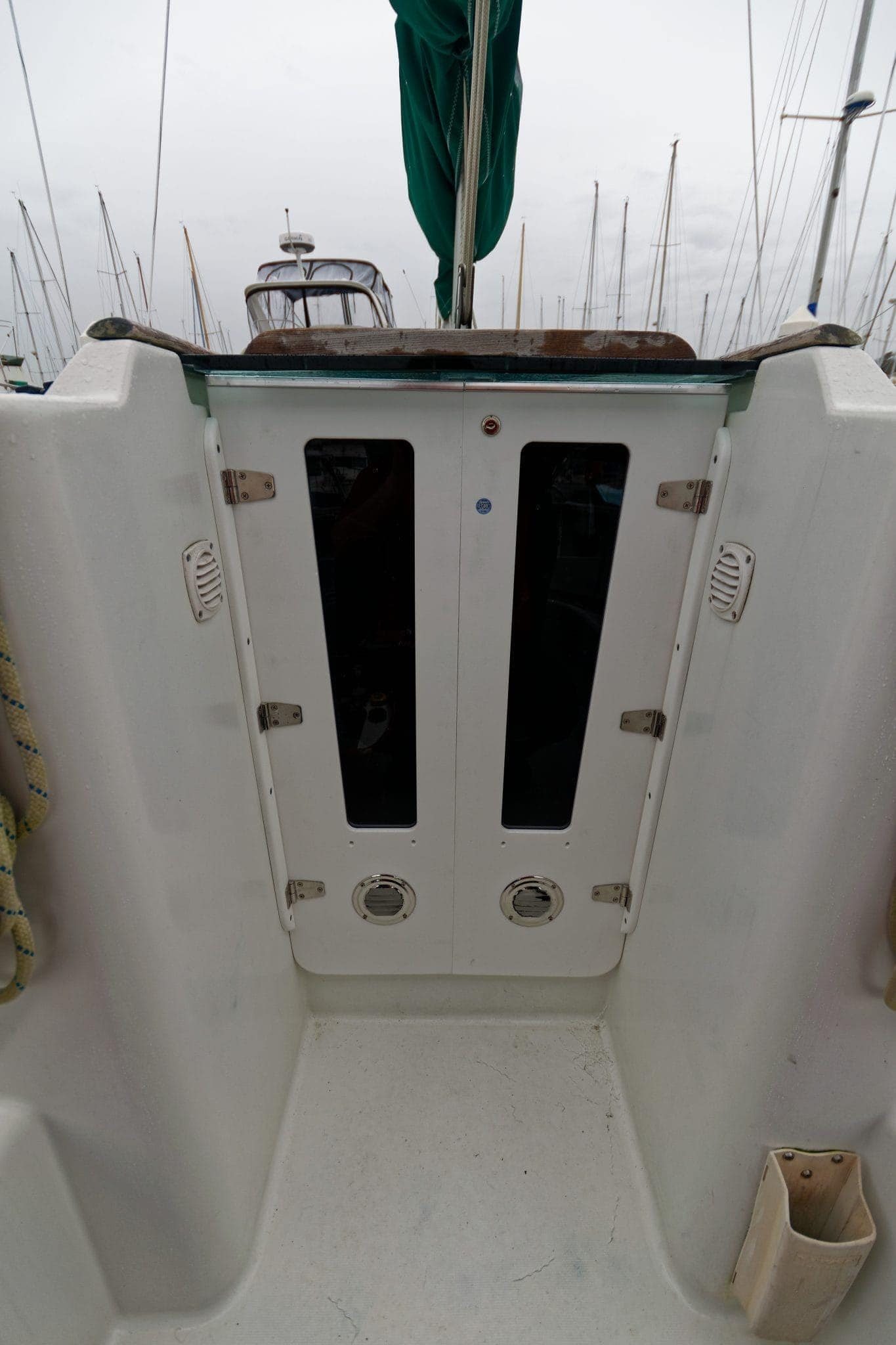 zarcor cockpit doors outside close