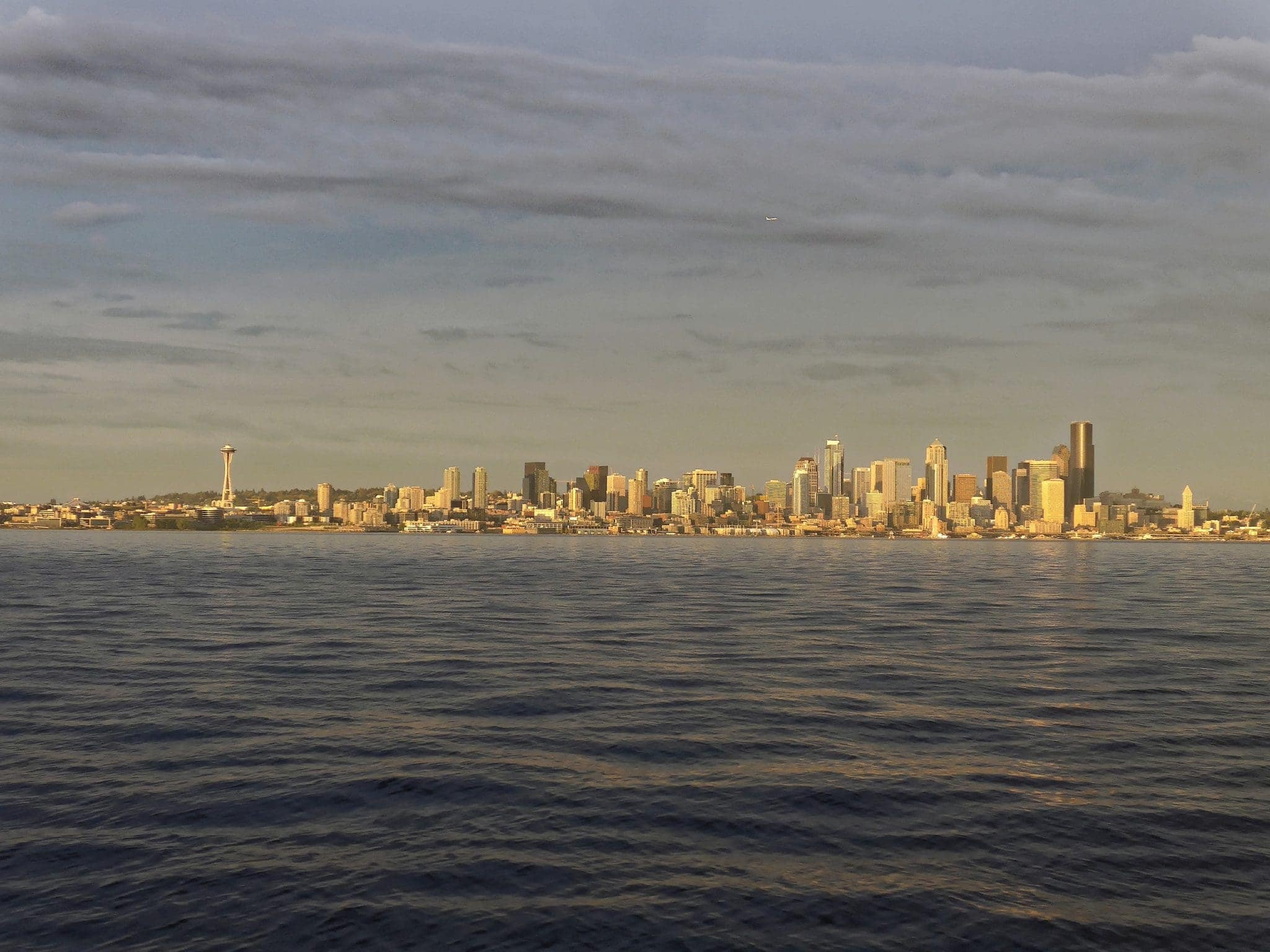 seattle skyline golden hour light