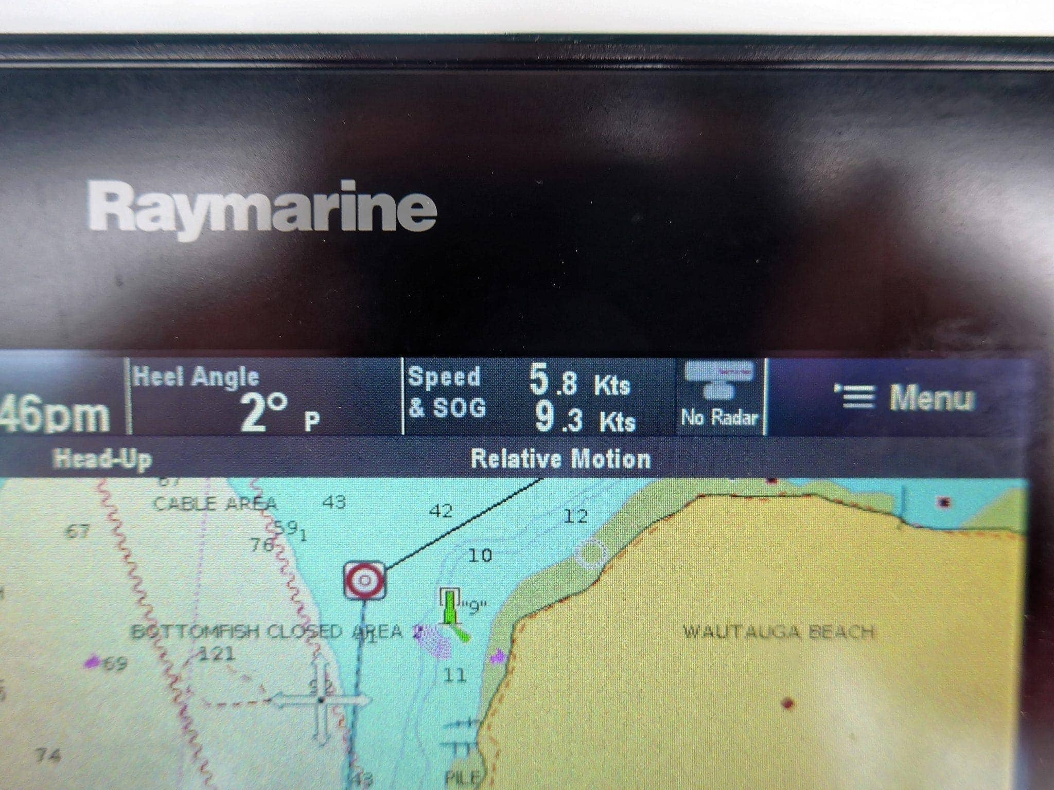 Raymarine MFD showing 3.5 knot advantage through the passage