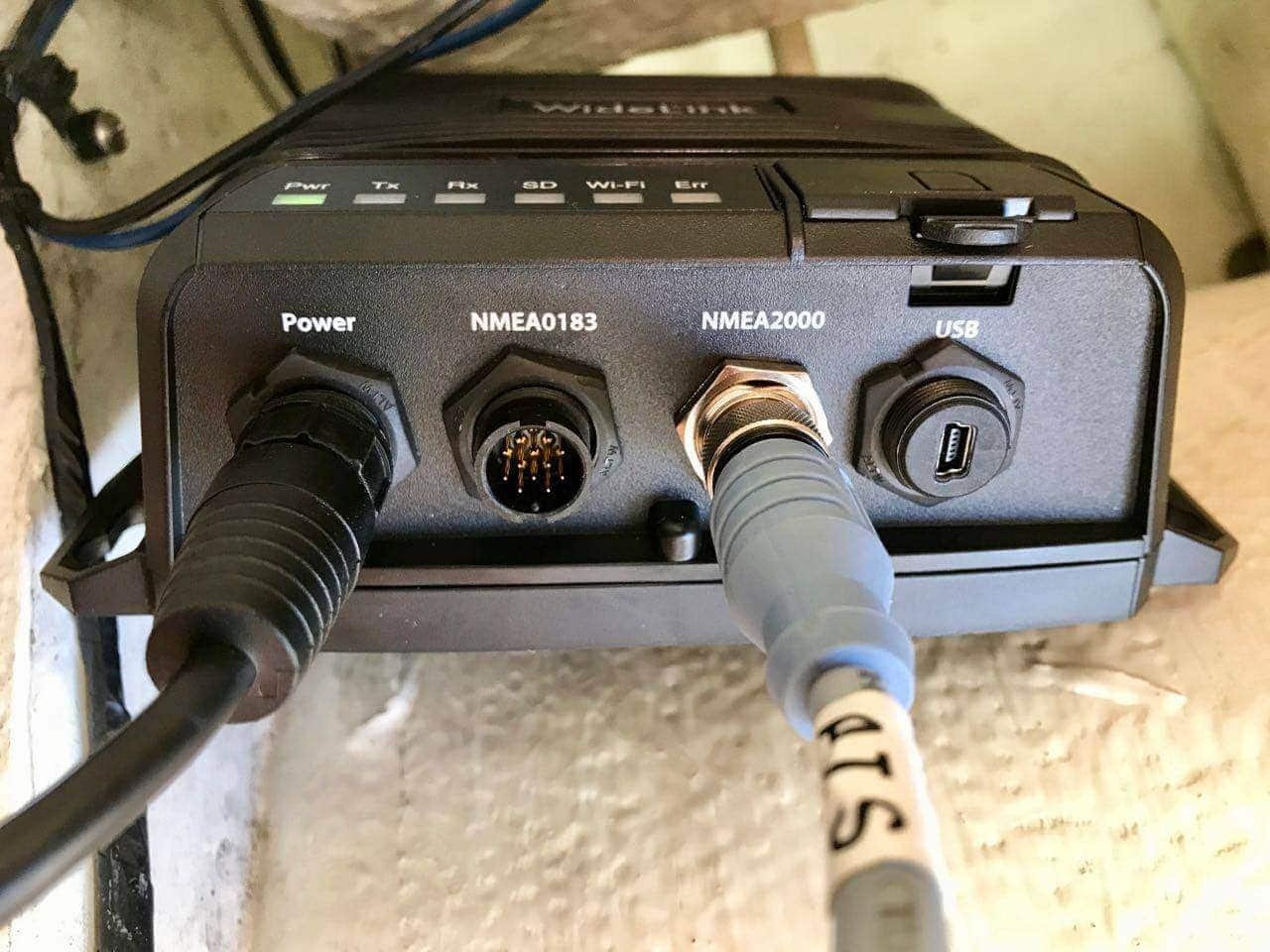 AMEC-WideLink-B600-CLASS-B-SOTDMA-AIS-TRANSPONDER-power-plugs